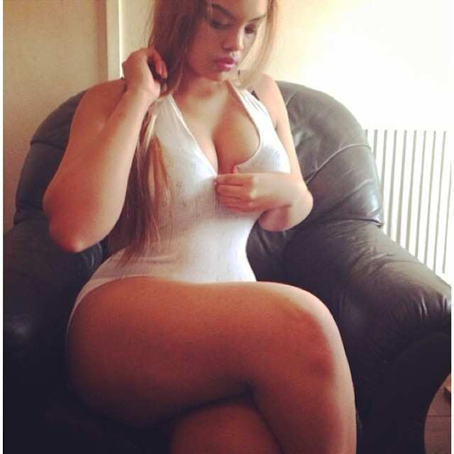 Arianna Angel nude, a menina da bunda enorme das redes sociais 26
