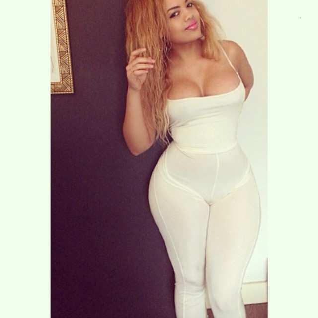 Arianna Angel nude, a menina da bunda enorme das redes sociais 43