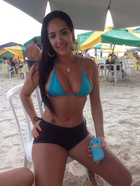 Gostosa-fotos-intimas-da-morena-peituda-que-vazaram-no-whatsapp-9