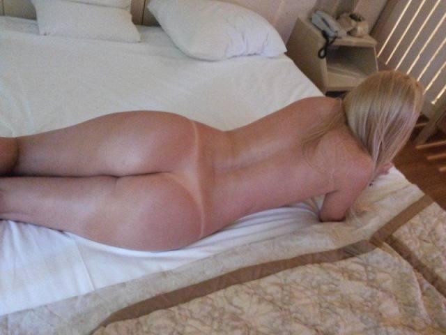Paloma loiraça muito gostosona pelada no motel 4