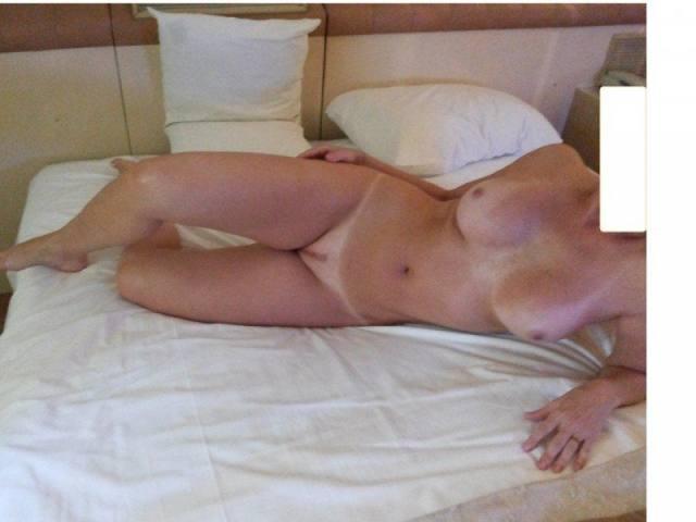 Paloma loiraça muito gostosona pelada no motel 7