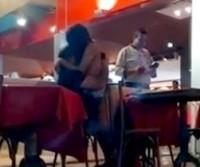 Casal faz sexo dentro de restaurante em São Gonçalo