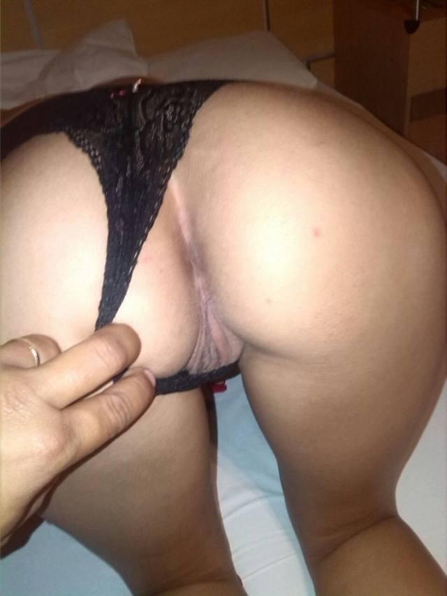Esposa gostosa usando suas fantasias para o marido 6