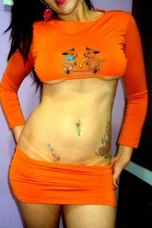 Morenaça Tatuada peituda e rabuda pelada 21