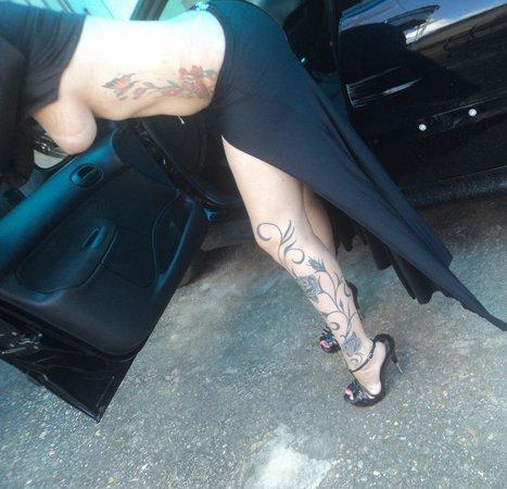Morenaça Tatuada peituda e rabuda pelada 27