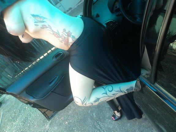 Morenaça Tatuada peituda e rabuda pelada 4