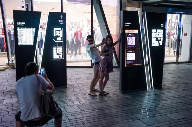 sexo em provador de roupas de loja na China 2