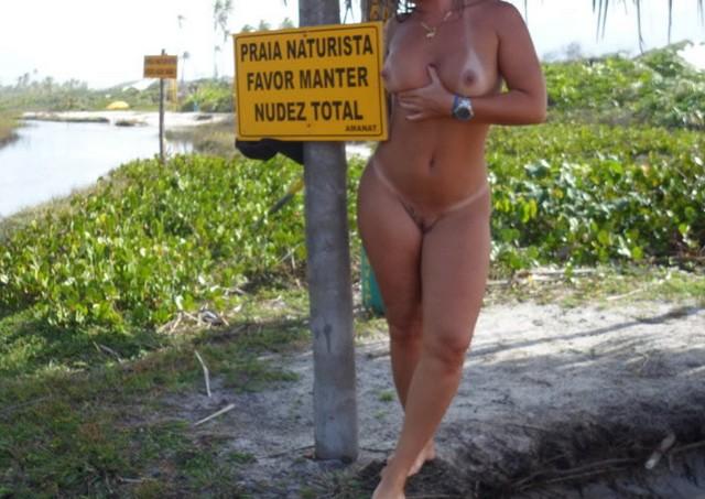 Esposa rabuda pelada na praia nudismo 1