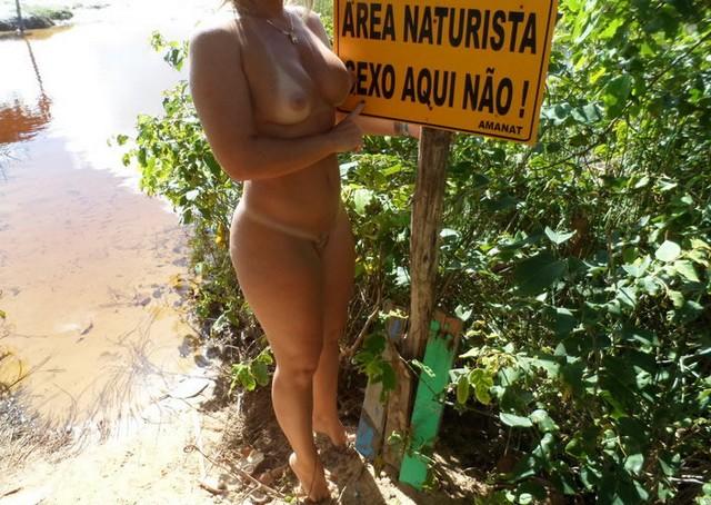 Esposa rabuda pelada na praia nudismo 15