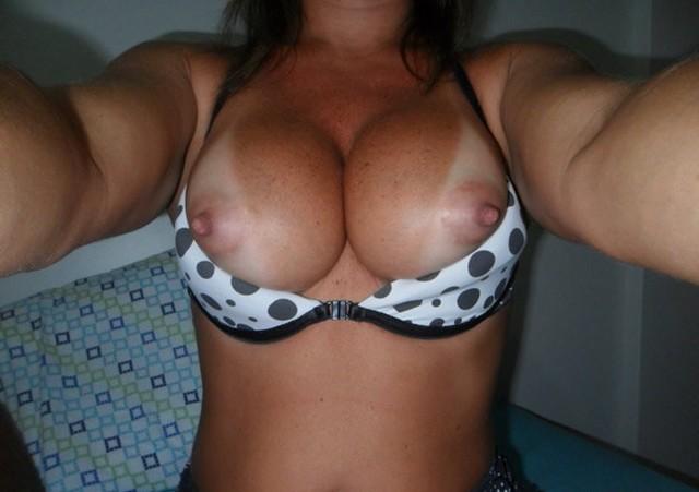 Esposa rabuda pelada na praia nudismo 16