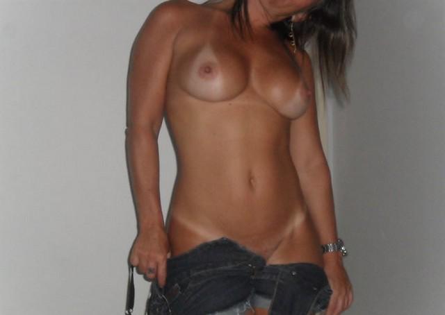 Esposa rabuda pelada na praia nudismo 18