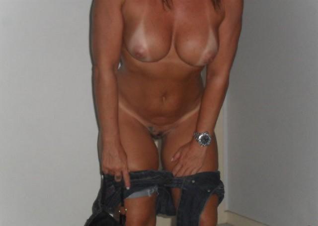 Esposa rabuda pelada na praia nudismo 3