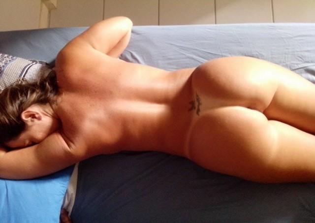 Esposa rabuda pelada na praia nudismo 6