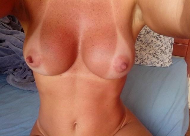 Esposa rabuda pelada na praia nudismo 8