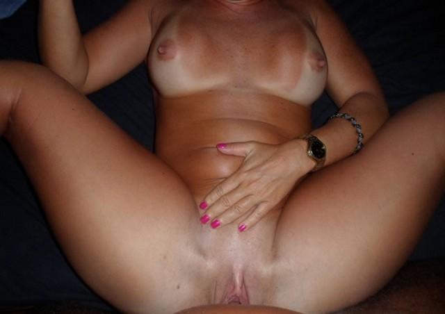 Esposa rabuda pelada na praia nudismo 9