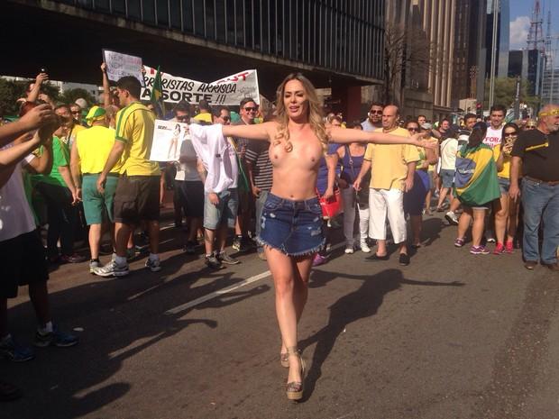 Ju Isen ficou pelada nua durante protesto em São paulo 10