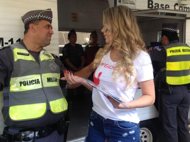 Ju Isen ficou pelada nua durante protesto em São paulo 9