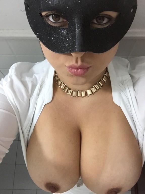Morena mascarada mostrando os peitões gostosos 15