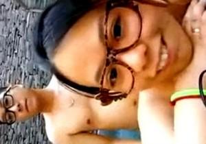 Nerd asiática caiu na net transando com o namorado