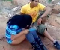 Policial Flagra casalzinho trepando em terreno baldio no Mexico