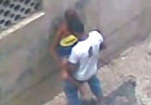 Moradores flagraram prostituta transando na rua - http://www.naoconto.com