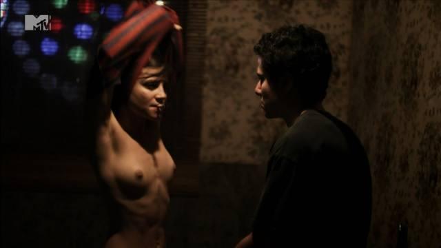Atriz Bianca Comparato pelada em cenas de sexo 12