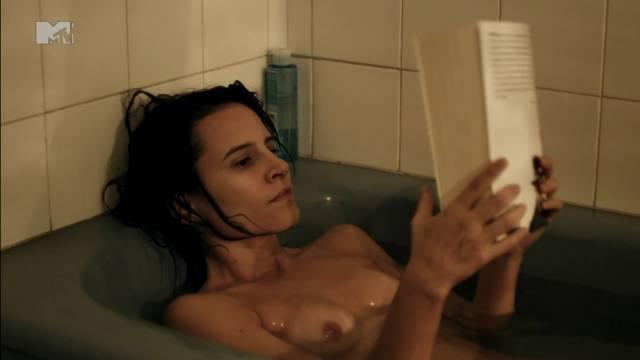 Atriz Bianca Comparato pelada em cenas de sexo 15