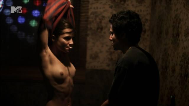 Atriz Bianca Comparato pelada em cenas de sexo 17