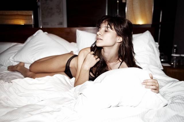 Atriz Bianca Comparato pelada em cenas de sexo 7