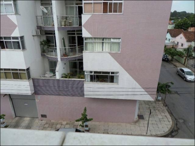 Homem compra binóculos e adapta a uma câmera, pra espiar vizinhas gostosas 1