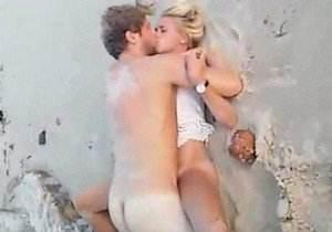 flagrou-casal-chapado-transando-em-praia-de-santos-sp