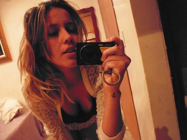 Andressa peituda vazou na net em selfies peladas 1