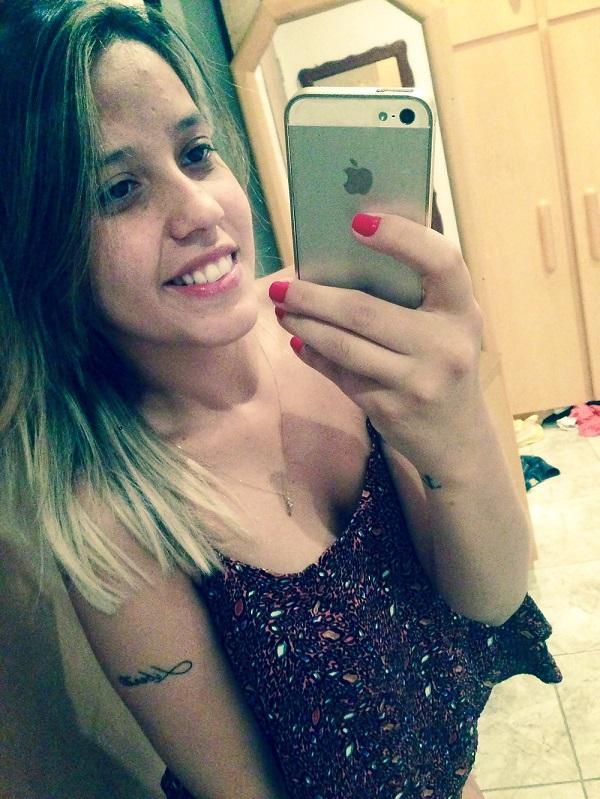 Andressa peituda vazou na net em selfies peladas 12