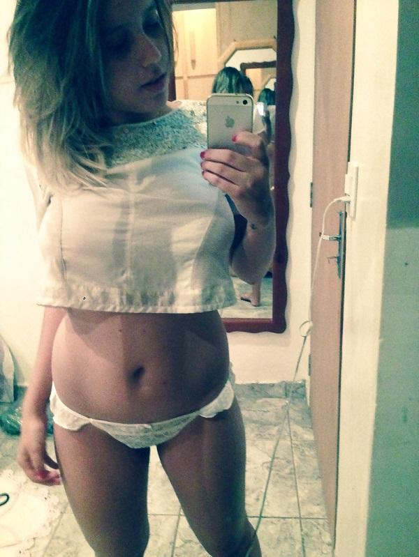 Andressa peituda vazou na net em selfies peladas 2