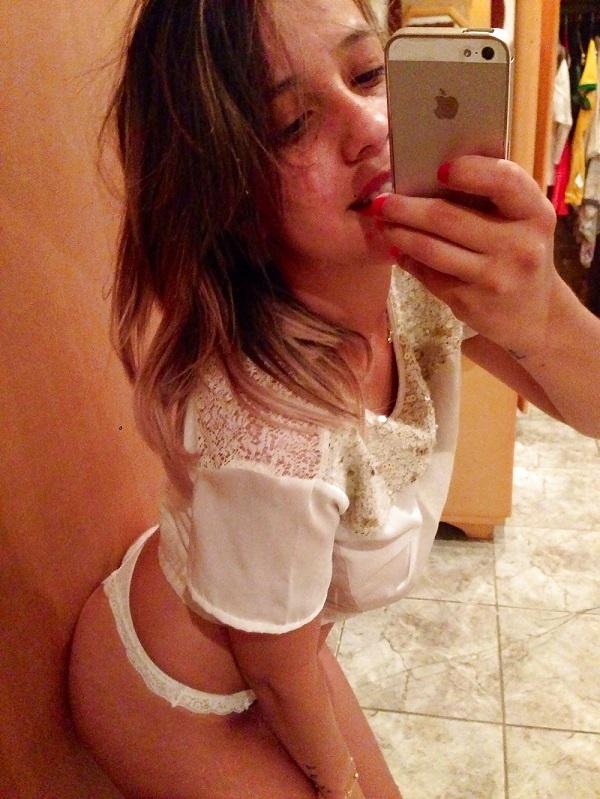 Andressa peituda vazou na net em selfies peladas 6