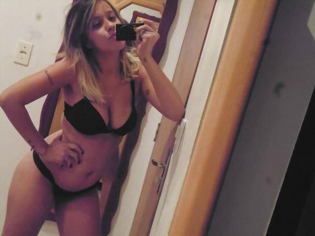 Andressa peituda vazou na net em selfies peladas 9