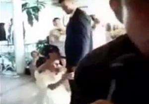 Noiva paga prenda de chupar o marido durante casamento!