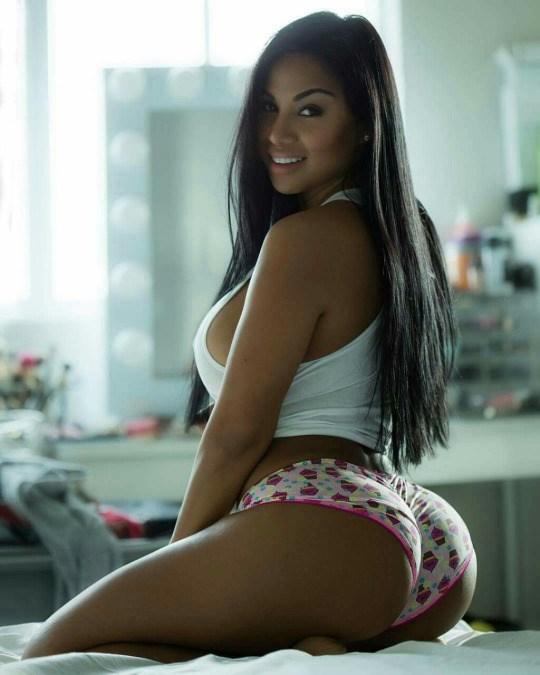Alejandra Gil, uma morena rabuda espetacular 15