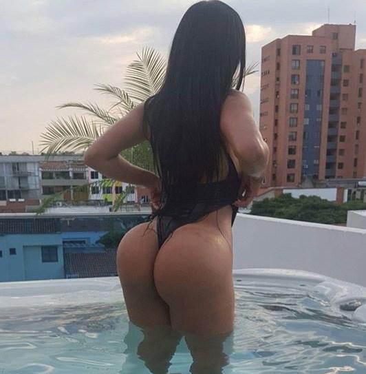Alejandra Gil, uma morena rabuda espetacular 16