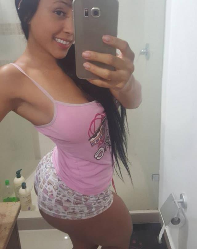 Alejandra Gil, uma morena rabuda espetacular 19