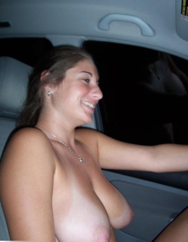 Peituda no carro pelada 6