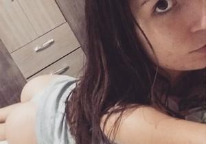 Novinha de 19 aninhos peladinha no quarto