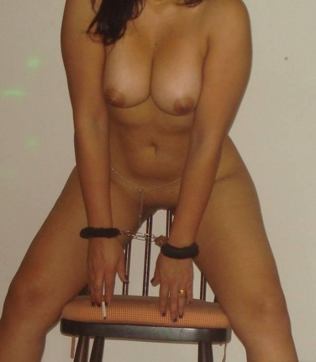 Esposa gostosona demais mostrando a buceta 9