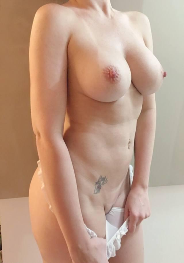 Mamãe amadora gostosa com um corpo perfeito 2