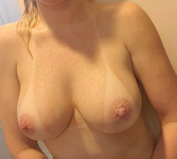 Mamãe amadora gostosa com um corpo perfeito 23