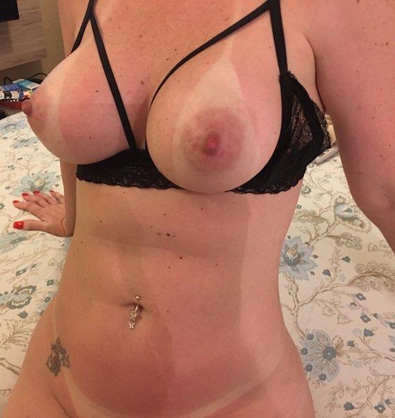 Mamãe amadora gostosa com um corpo perfeito 33