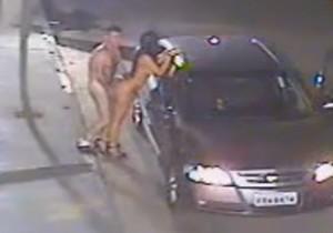 Parou o carro na rua para dar uma rapidinha