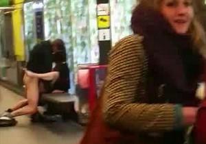 Casal é flagrado transando em estação de metrô de Barcelona