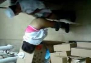Funcionários flagrados transando no depósito da empresa - http://www.naoconto.com