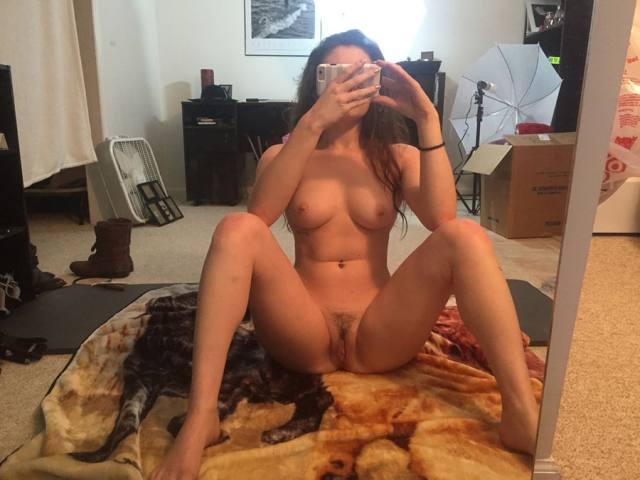 Emerson Cane a beldade que adora postar nudes no Tumblr 8